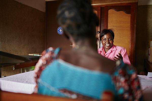 Nous proposons dans 6 centres en RCA un Accès aux soins médicaux, conseil juridique et soutien psychosocial ©Christophe Da-Silva